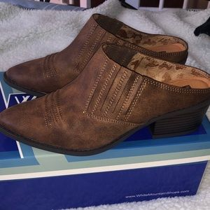 NWT White Mountain Mules